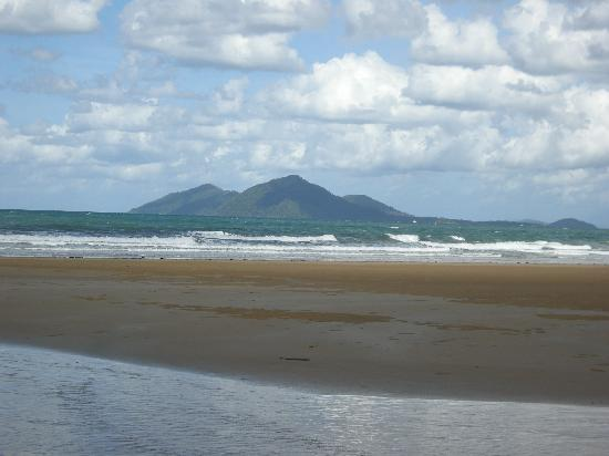 Taihoa Holiday Units: View of Dunk Island