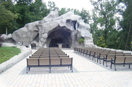 Hanceville, Алабама: Lourdes Grotto replica (very nice)