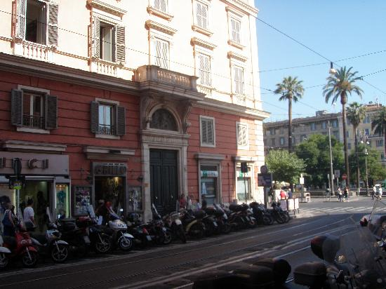 Pensione Ottaviano: View from the street