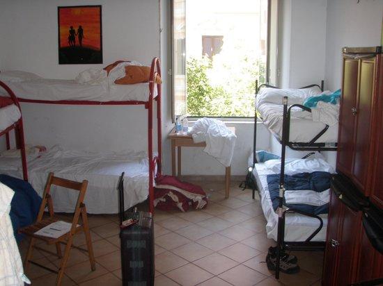 Pensione Ottaviano: Room and window