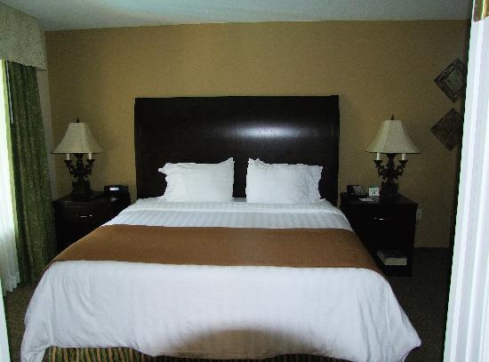 BEST WESTERN Plus Meridian Inn & Suites, Anaheim-Orange: The supremely comfortable and oh-so-clean bed