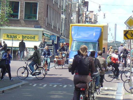 Il ponte piu luminoso di amsterdam foto di amsterdam for Hotel vicino piazza dam amsterdam
