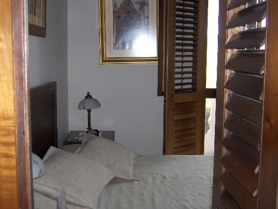 Casa La Fe - a Kali Hotel: Looking in the doorway of the Balcony Family Suite