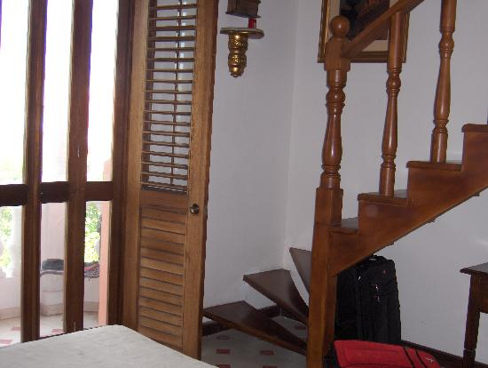Casa La Fe - a Kali Hotel: Stairs to loft and balcony doors