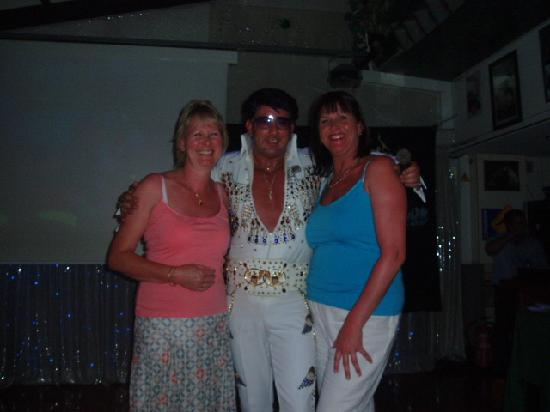 Hotel Tropico Playa: stadium bar on elvis night
