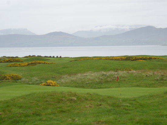 Glenbeigh, ไอร์แลนด์: Nice golf course in a special setting