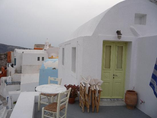 Old Oia Houses: patio outside studio