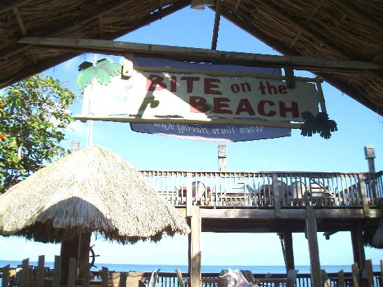 Bite on the Beach: Outdoor dining at it's best.