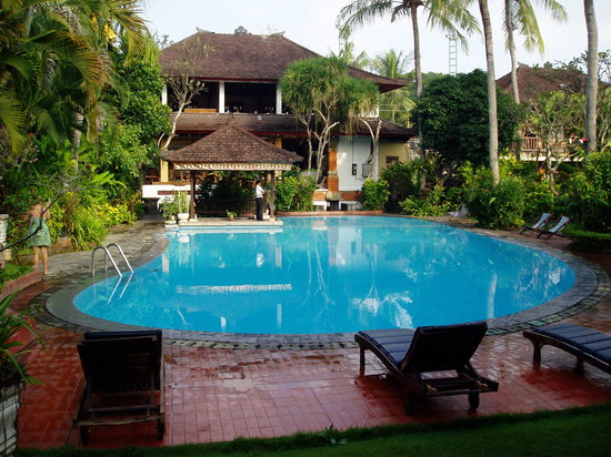 Three Brothers Bungalows: Pool and Restaurant