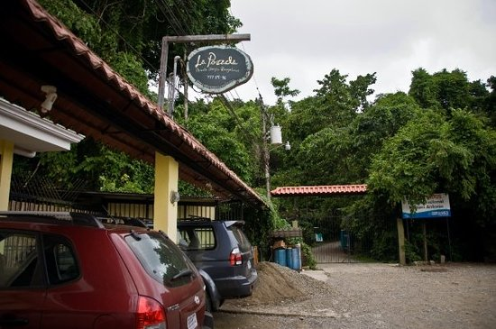 La Posada Private Jungle Bungalows: La Posada - closest hotel to the national park, literally right at the entrance/exit