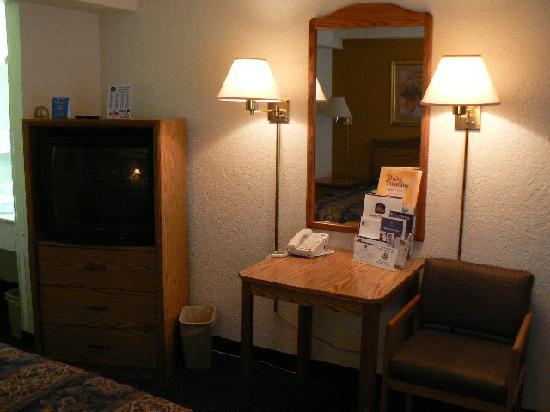 Travelodge Rapid City: Newer furniture