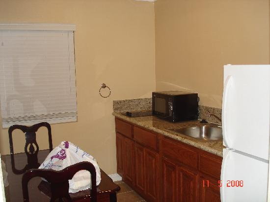 Travelodge Rosemead: kitchenette attached in most of the rooms