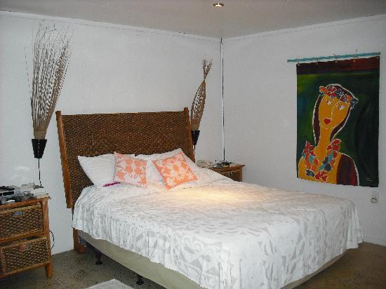 Arorangi Beach Front Bungalow & Studio Unit : beautifully decorated studio