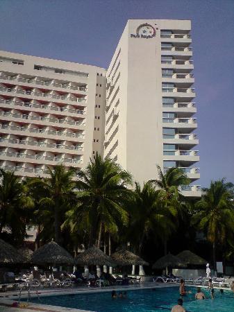 Park Royal Ixtapa: Back of hotel