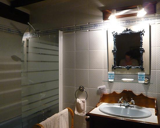 La Croix de la Voulte: Anjou Bathroom