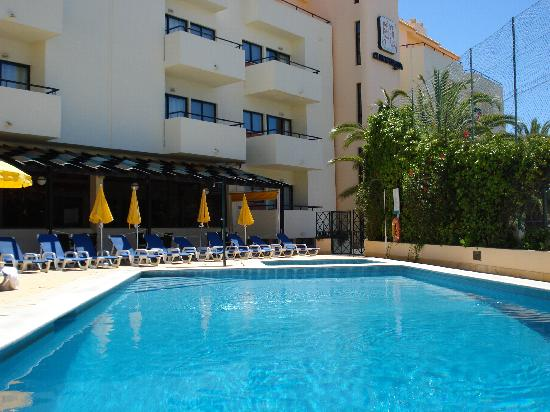 Aparthotel Olhos d'Agua: The pool at Olhos De Auga Aparthotel