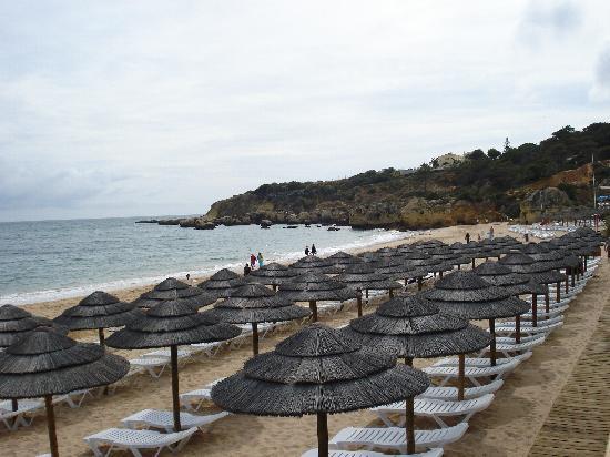 Aparthotel Olhos d'Agua: Oura beach