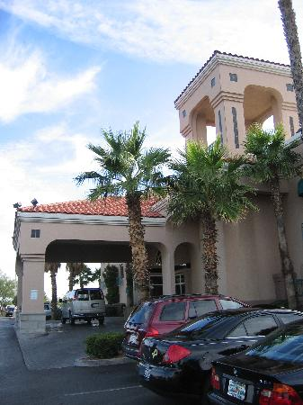 Radisson Hotel El Paso Airport: Entrance.