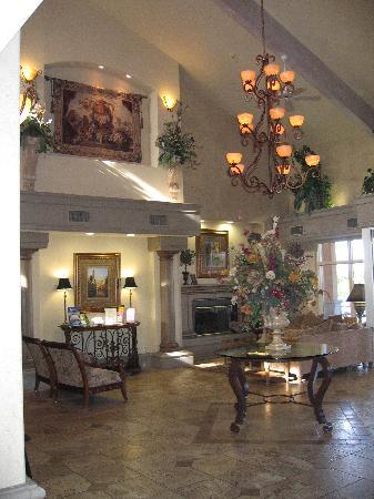 Radisson Hotel El Paso Airport: Luxurious lobby.