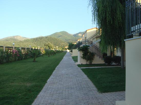 Almyros Natura Hotel - CYPROTEL: Walk back to our room