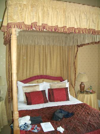 letto con baldacchino - Picture of Kildonan Lodge Hotel, Edinburgh ...