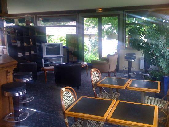 La Dousseine: coté Bar et salle de repos