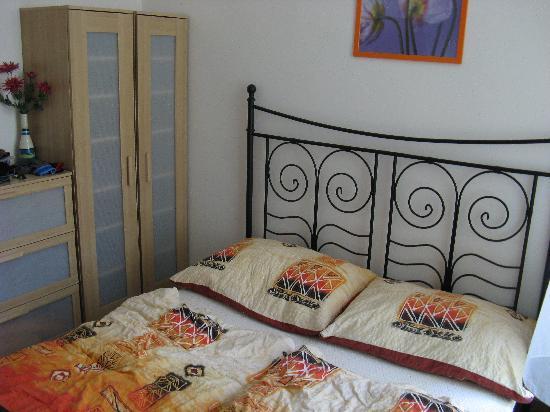 Aparthotel City 5: The kingsize bed!