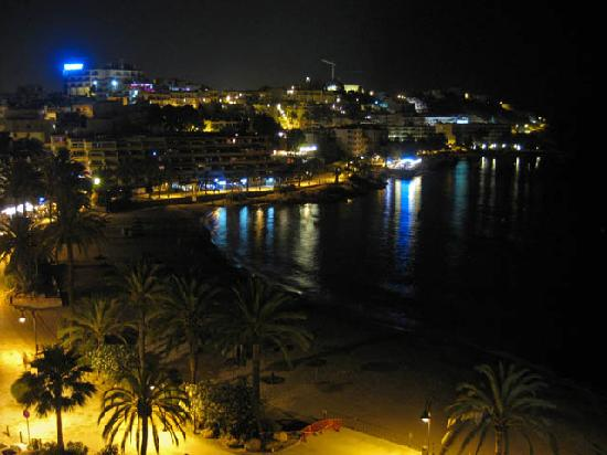Hotel Ibiza Playa: view from 5th floor (night)