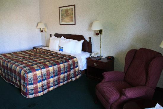 Days Inn Battlefield Rd/Hwy 65: chambre