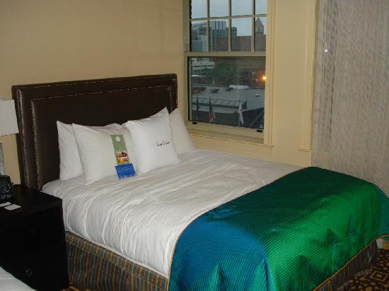 Doubletree by Hilton Detroit Downtown - Fort Shelby: A big comfy bed