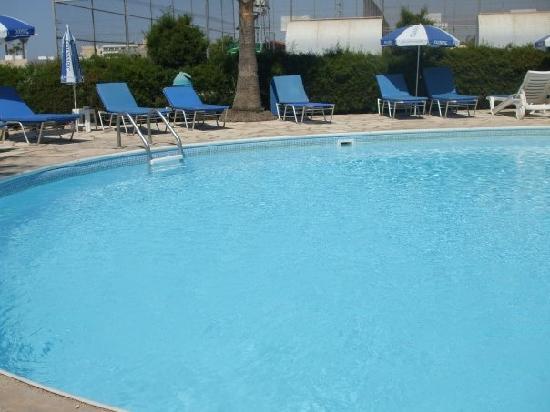 Bellini Bungalows: Pool, bit of building site behind