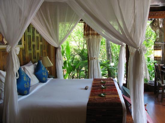 Santhiya Koh Phangan Resort & Spa: Bedroom in our villa