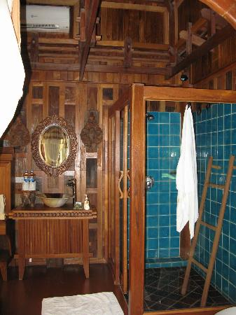 Santhiya Koh Phangan Resort & Spa: Bathroom in our villa