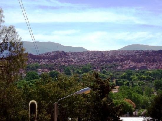 คูบราดา เดอ ฮูมาฮัวคา: Humahuaca,vista del río y los cerros de arcilla roja.
