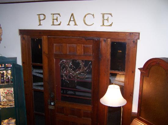 1902 Turnpike House B&B: Front Entry Way