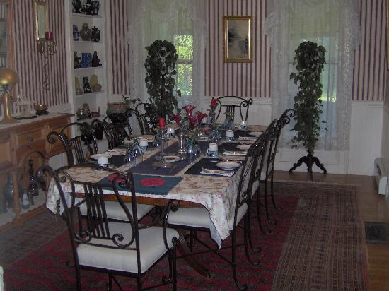 Little Bit of Heaven B & B : Formal Dinning Rm
