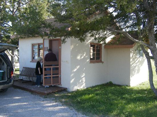 Cedar Pass Lodge: this is our cabin