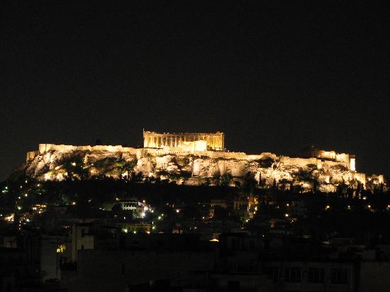 Dorian Inn Hotel: The Parthenon at night from the hotel's rooftop restaurant