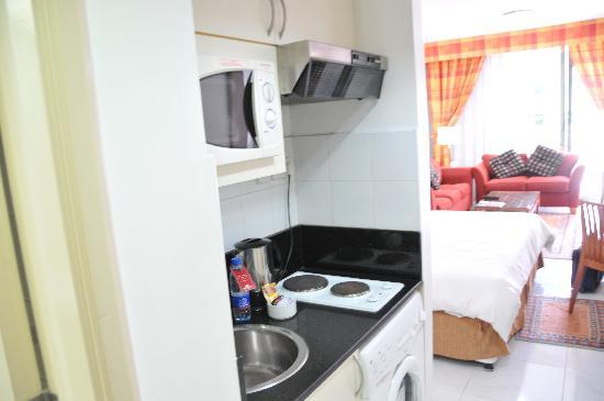 โรงแรมโกลเด้นแซนส์อพาร์ทเม้นท์: cooking range etc