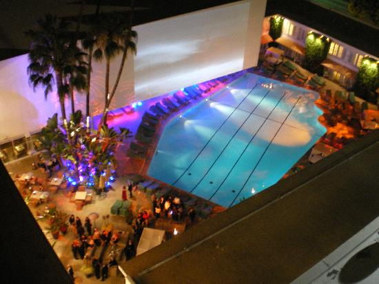 The Beverly Hilton: Large Pool