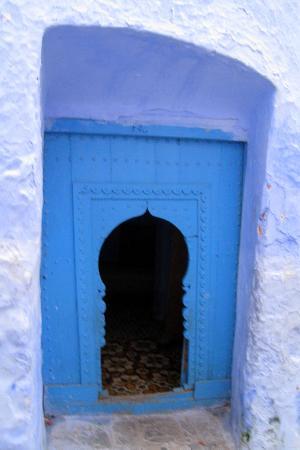 دار الشاون: one of hundreds of blue doors