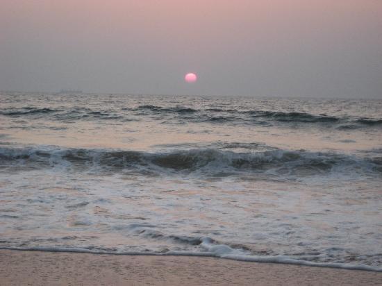 Goa, Indien: Sunset at Baga beach