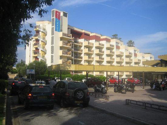 Resideal Antibes : Front of hotel