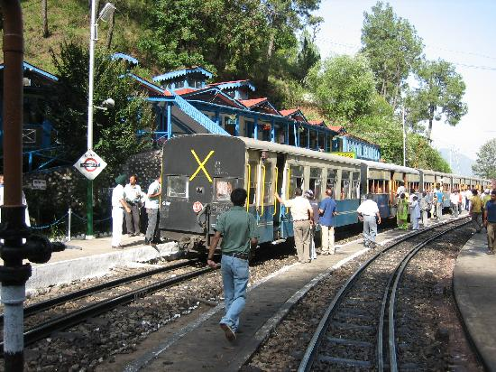 Σίμλα, Ινδία: The toy train at the Barog station on Kalka-Shimla railway