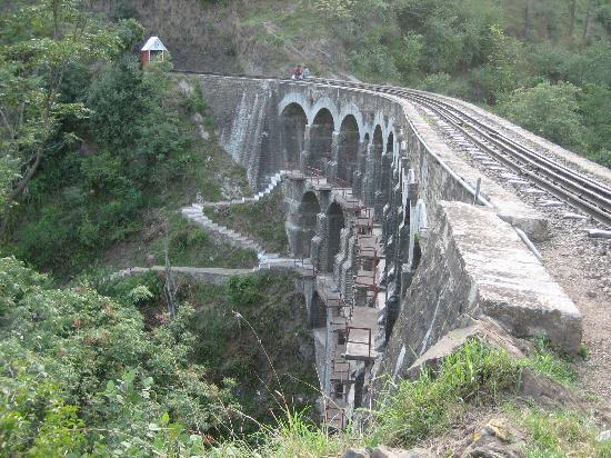 شيملا, الهند: Viaduct on the Kalka-Shimla Line