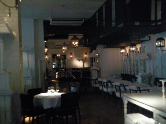 โฮเต็ล มาร์คเก็ท: Restaurant