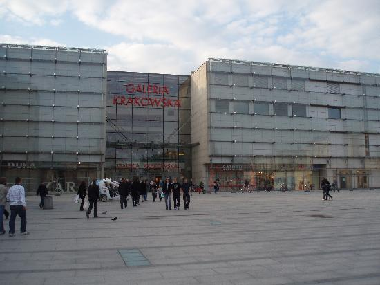 Vienna House Andel's Cracow: Train & Shopping centre close by
