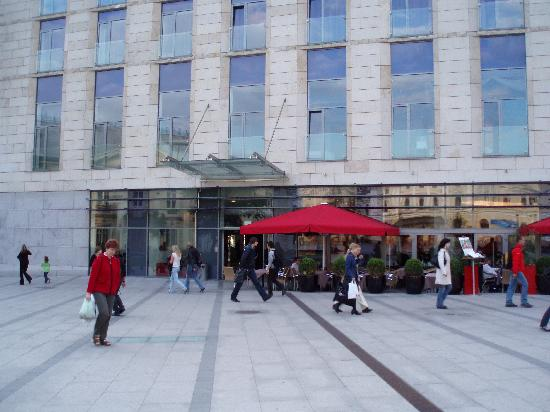 Vienna House Andel's Cracow: Outside bar & restaurant area