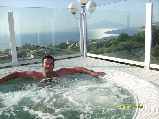 Villa Oriana Relais : La splendida vista che si gode dalla jacuzzi in terrazza