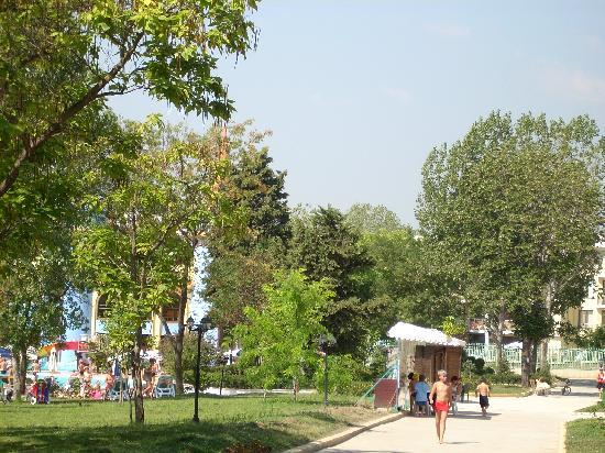 Sol Nessebar Palace: Jardines